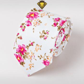 Corbata Estampada con Flores Rosadas